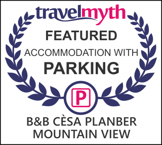 hotels with parking in Canazei