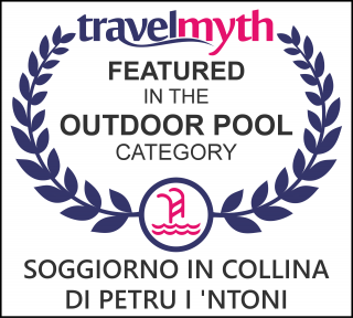 hotels with outdoor pool in Bova Marina