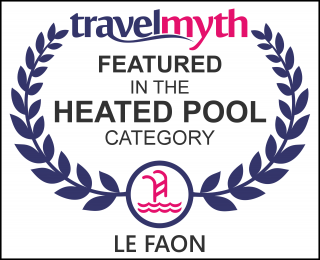 hotel with heated pool in Champagne-et-Fontaine