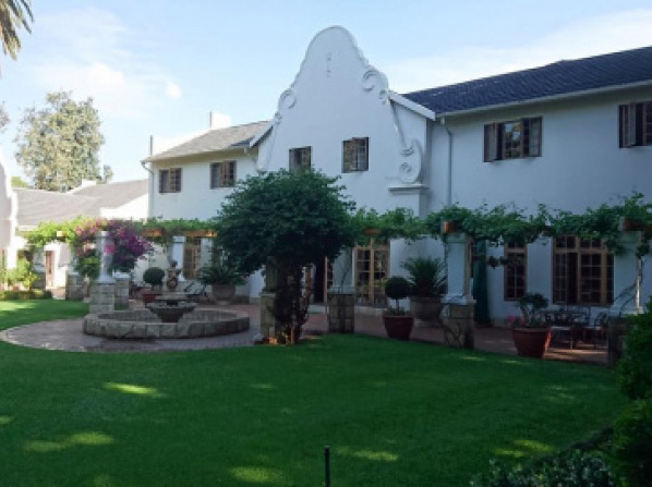 Le Chateau Guest House and Conference Centre