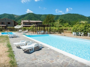 I Girasoli Apartment with swimming pool