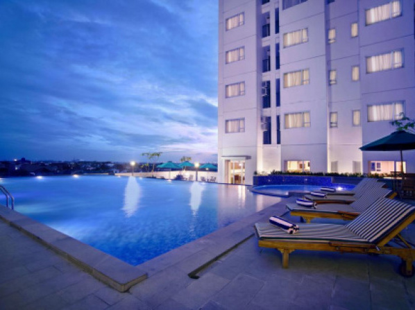 Hotels With Infinity Pool In Jakarta