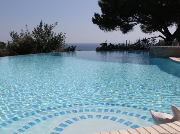 Rom summer homes with infinity pool and sea-view