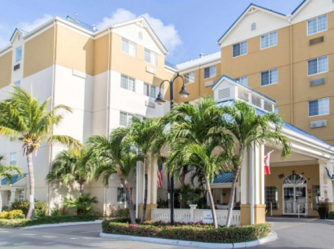Comfort Suites Seven Mile Beach