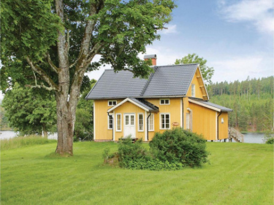 Three-Bedroom Holiday Home in Svanskog