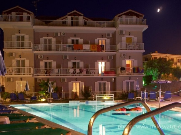Amoudi Studios Apartments Hotel
