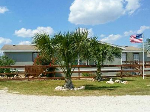 EFS Housing & Suites Carrizo Springs