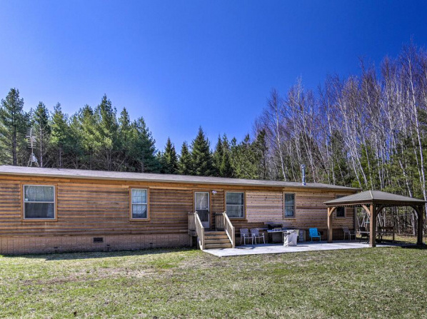 Secluded Home with Fire Pit - Walk to the Lake and Park!