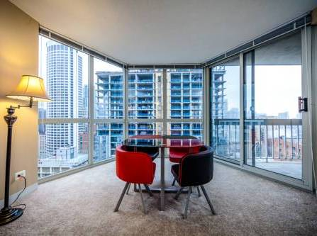Chicago Breeze Apartment